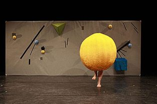 scenografi-scenography-goje-rostrup-en_kort_en_lang_uppercut_danseteater_2013-jpg