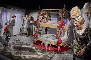 scenografi-scenography-goje-rostrup-hug-en-hael-og-klip-en-taa-den-jyske-opera-2016-02-jpg