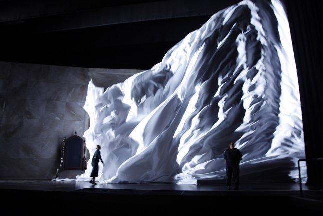 12-scenografi-scenography-goje-rostrup-snehvides_spejl_den_jyske_opera_danish_national_opera_2011