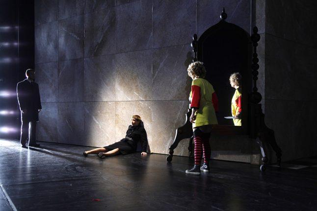 13-scenografi-scenography-goje-rostrup-snehvides_spejl_den_jyske_opera_danish_national_opera_2011