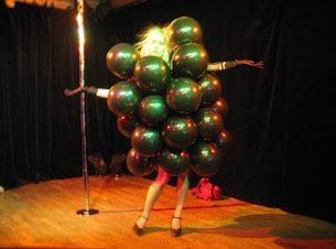 2010_c6_tiden_doeden_og_andre_smating_kafcafeen_cafeteatret_costume_design_kostumedesign_goje_rostrup