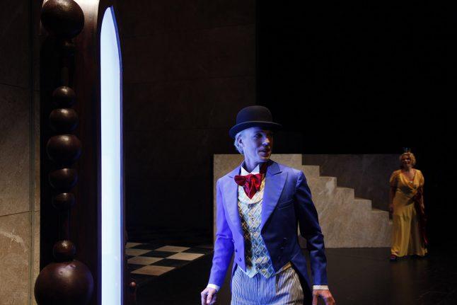3-scenografi-scenography-goje-rostrup-snehvides_spejl_den_jyske_opera_danish_national_opera_2011