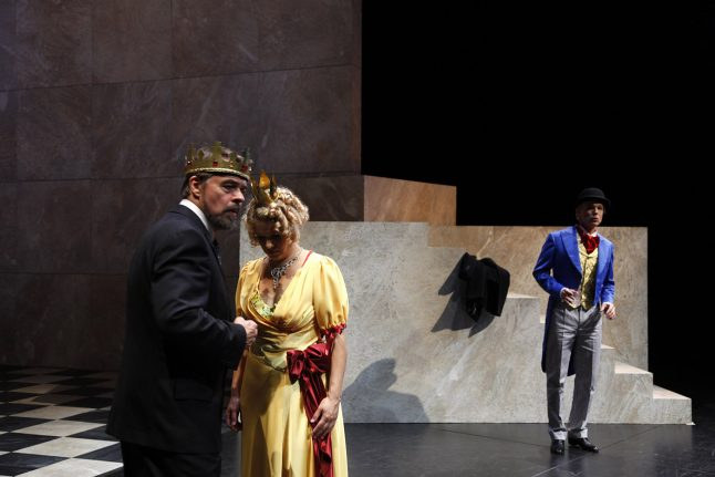 4-scenografi-scenography-goje-rostrup-snehvides_spejl_den_jyske_opera_danish_national_opera_2011