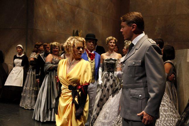 6-scenografi-scenography-goje-rostrup-snehvides_spejl_den_jyske_opera_danish_national_opera_2011