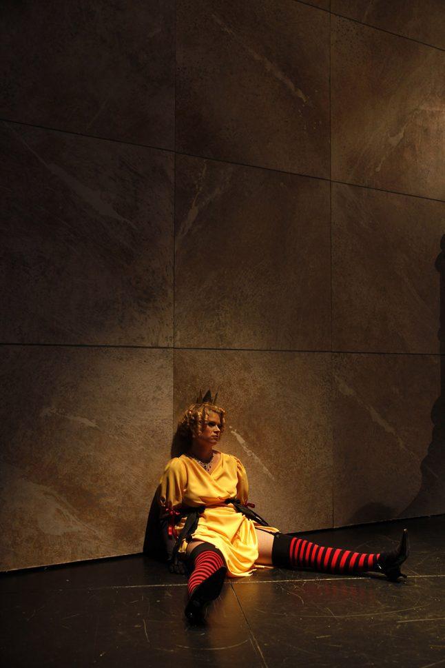 7-scenografi-scenography-goje-rostrup-snehvides_spejl_den_jyske_opera_danish_national_opera_2011