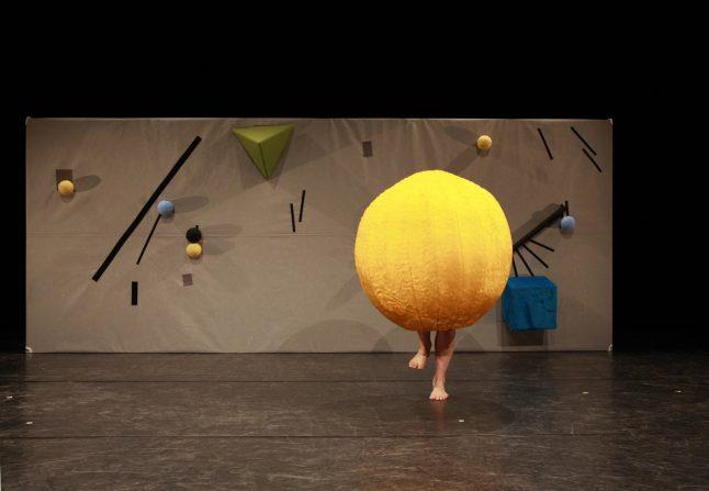 a_short_long_en_kort_en_lang_uppercut_danseteater_dance_scenografi_stage_design_goje_rostrup_2